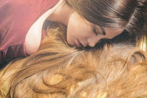 Sześć olejków eterycznych przyspieszających porost włosów