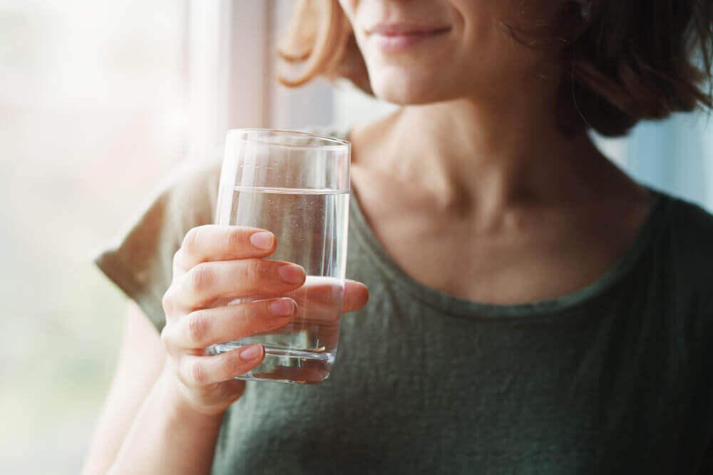 Nawodnienie jest ważne dla zdrowia mikrobioty. Należy też unikać nadmiaru stresu.
