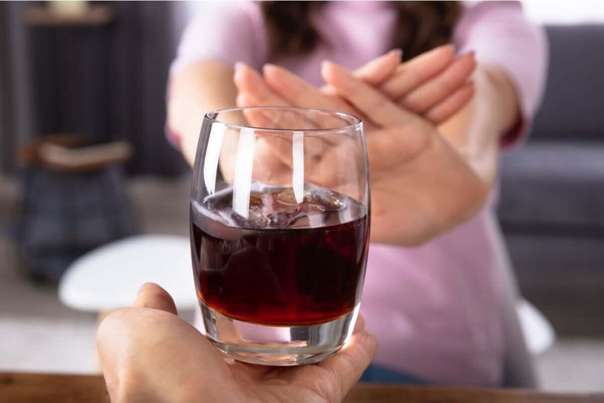Alkohol jest w ciąży zakazany, gdyż powoduje deformacje płodu.