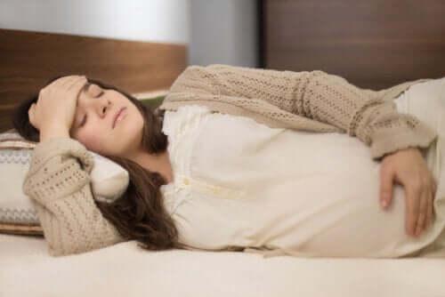 Bóle miesiączkowe w czasie ciąży - co robić?