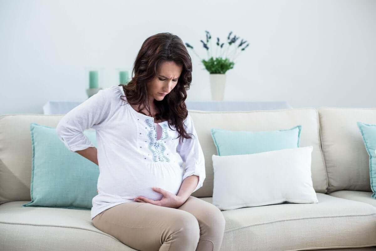 Bóle miesiączkowe w ciąży są normalne, ale czasami dają powody do niepokoju.