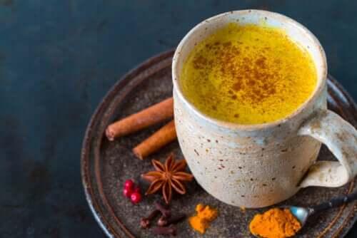 Napar z kurkumy - jego 5 zalet oraz przepis