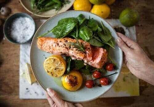 Wczesna kolacja może pomóc schudnąć i zapobiec cukrzycy