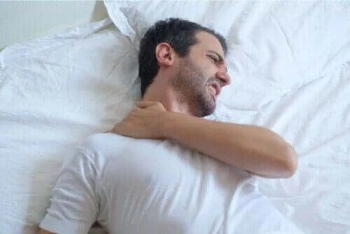 Zapalenie ścięgna barku – jak spać z tym schorzeniem?