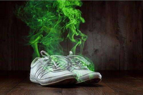 Nieprzyjemnie pachnące buty