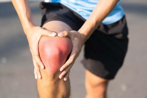 Skręcenie kolana: przyczyny, objawy i zalecenia