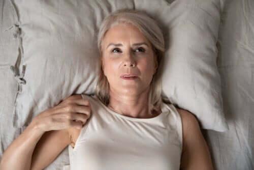 Nocny niepokój: przyczyny i klucze do przezwyciężenia go