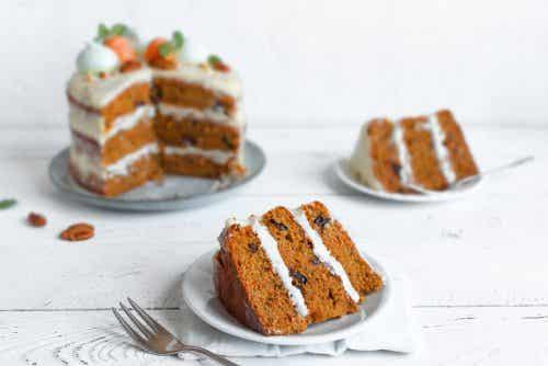 2 pyszne i łatwe przepisy na ciasto marchewkowe