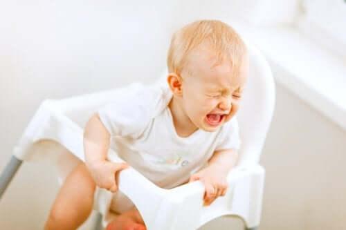 Co robić, gdy dziecko płacze po karmieniu?
