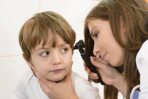 Dziecko u laryngologa - zapalenie ucha u dziecka