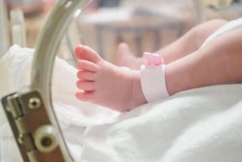 Dziecko w inkubatorze - co może wywołać przedwczesny poród?