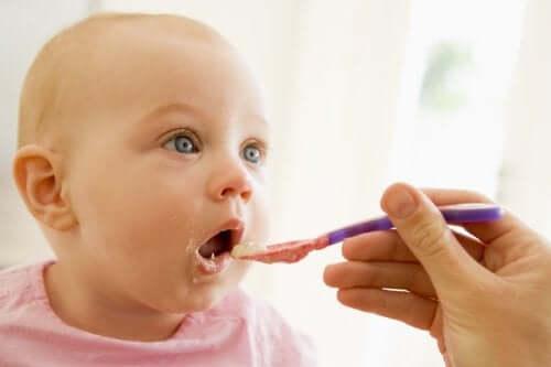 Produkty należy wprowadzać do diety dziecka stopniowo i obserwować czy nie wykazuje reakcji alergicznych.