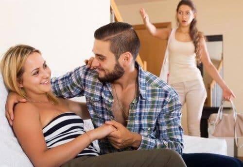 Kobieta widząca niewiernego partnera - jak wybaczyć niewierność?