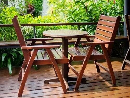 Drewniane meble są podatne na korniki