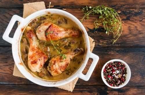 Kurczak z pieczarkami: 2 pyszne przepisy