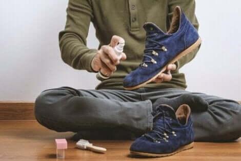 Usuwanie plam z butów z zamszu
