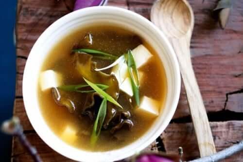 Ten fermentowany produkt kuchni azjatyckiej ma intensywny smak i komplet wartości odżywczych.
