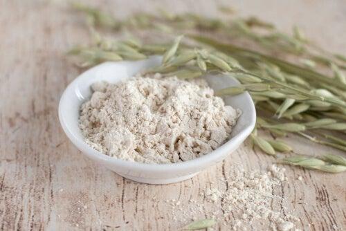 Mąka owsiana w misce