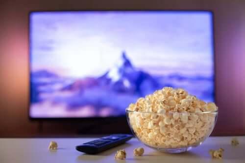 Przygotowanie popcornu na film