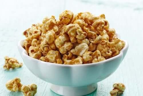 Popcorn i karmel