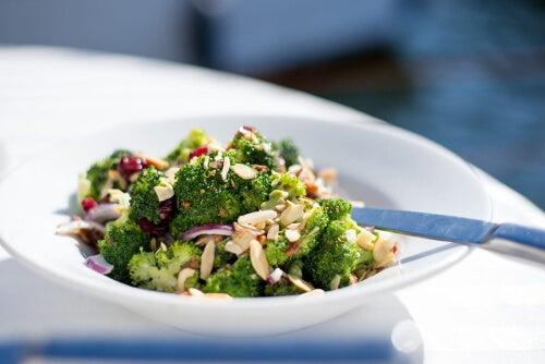 Brokuły na talerzu