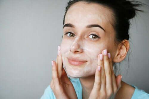 Czy maślanka jest dobra dla skóry?