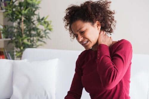 Kręcz szyi - domowe sposoby łagodzenia