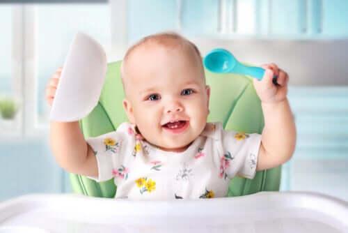 Kiedy wprowadzać pokarmy stałe u dzieci?
