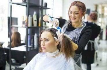 Pielęgnacja farbowanych włosów: sprawdzone sposoby