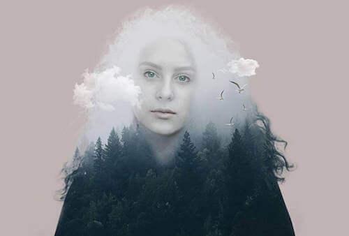Kobieta z chmurą w głowie