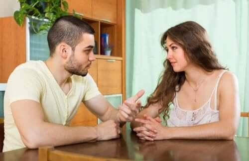 Zawsze rozmawiaj z partnerem na temat problemów, by zlikwidować niechęć do partnera podczas ciąży