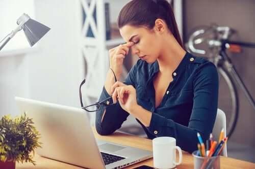 Wypróbuj techniki relaksacyjne w celu pozbycia się stresu.