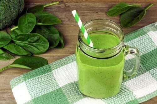 Zielony koktajl - produkty z wapniem i witaminą D