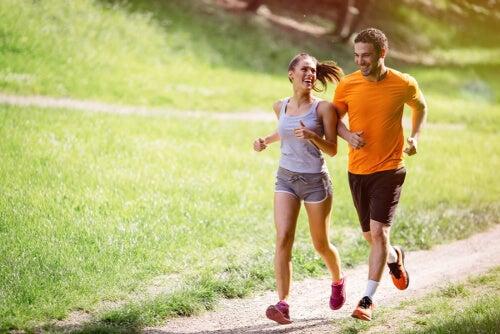 Para uprawia jogging