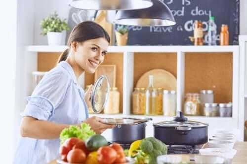 Jak przygotowywać zdrowe i niskokaloryczne potrawy?