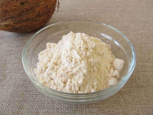 Mąka kokosowa w misce