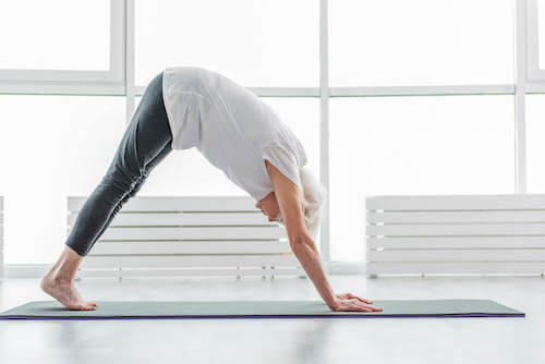 Osoba uprawiająca jogę
