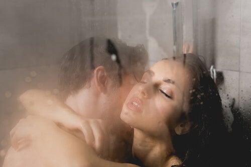 Para pod prysznicem
