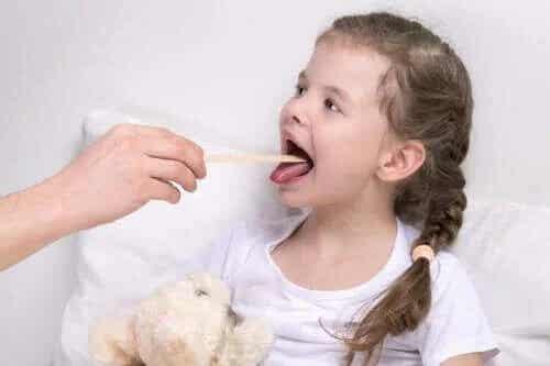 Zapalenie krtani u dzieci: objawy i leczenie
