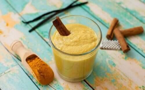 Złote mleko - remedia z kurkumy