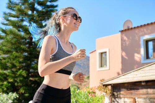 Kobieta z padaczką wykonuje aktywność fizyczną.
