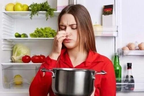 Jak usunąć zapach ryb z kuchni – 5 sztuczek