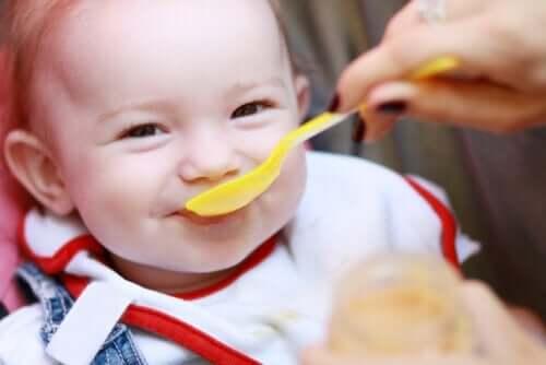 Dziecko może być głodne - 5 oznak, które na to wskazują