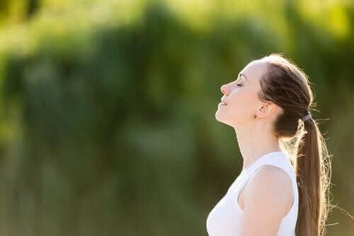 Na czym polega kontrolowane oddychanie?