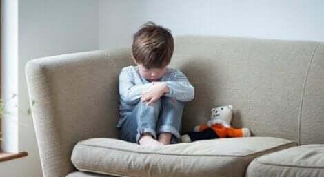 Przyczyny odhamowanego zaburzenia zaangażowania społecznego