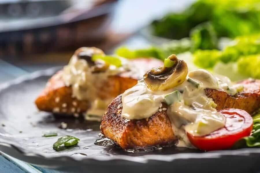 Niskokaloryczne posiłki z rybą - łosoś