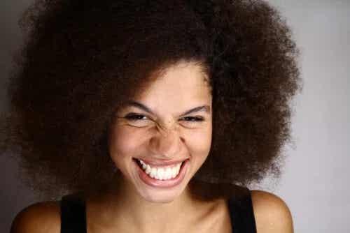 Czym jest uśmiech dziąsłowy i jak się go leczy?