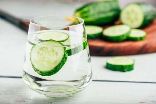 Woda z ogórka: naturalny diuretyk