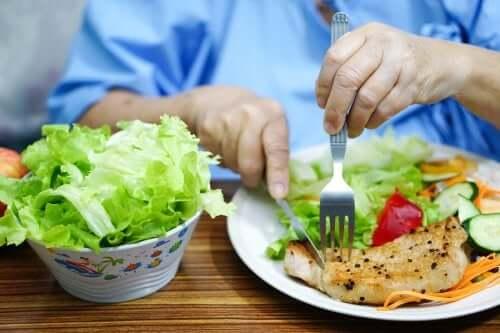 Dieta osób chorych na toczeń – co jeść, a czego unikać?