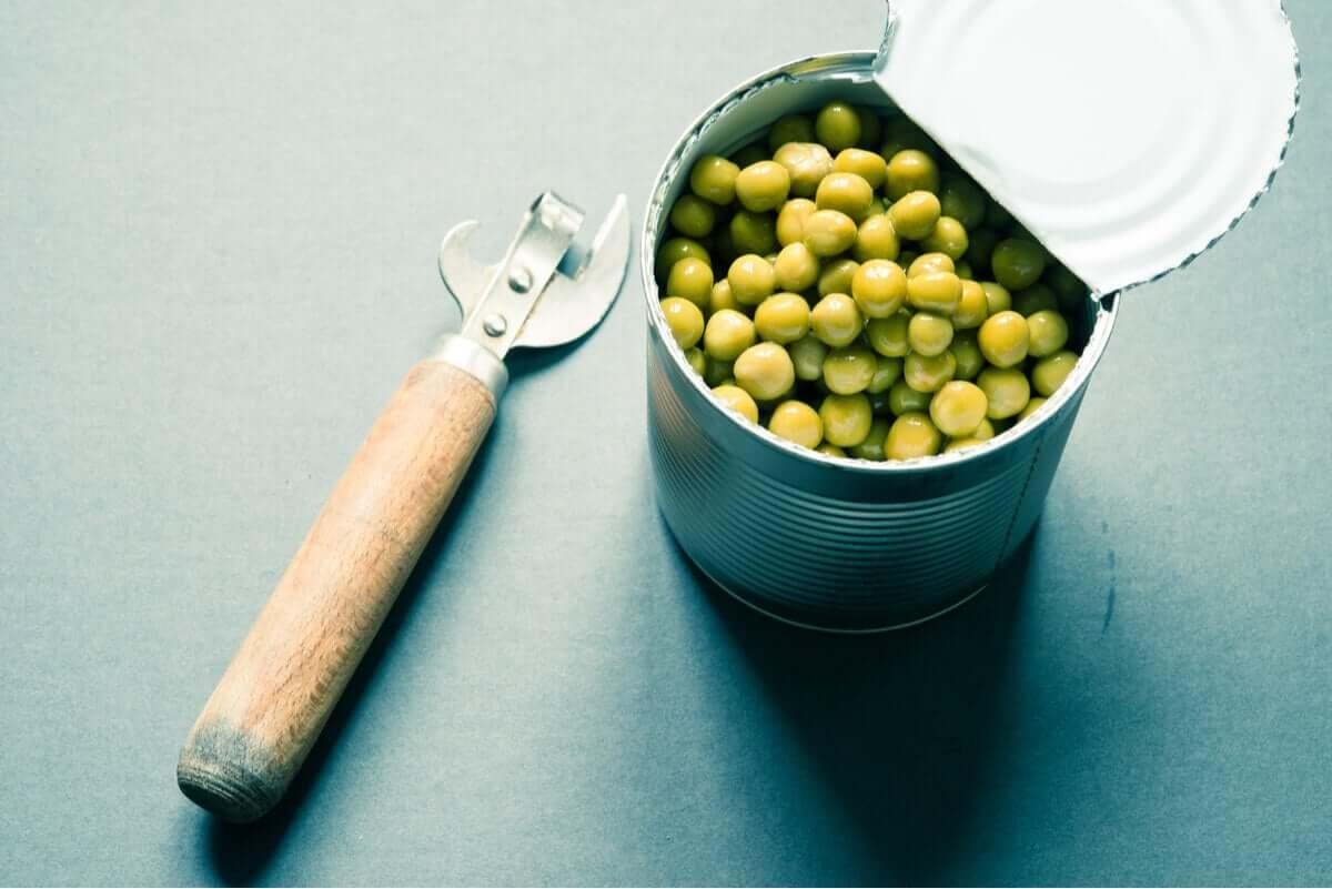 Fasolka konserwowa zachowuje swoje wartości odżywcze i skraca proces gotowania.
